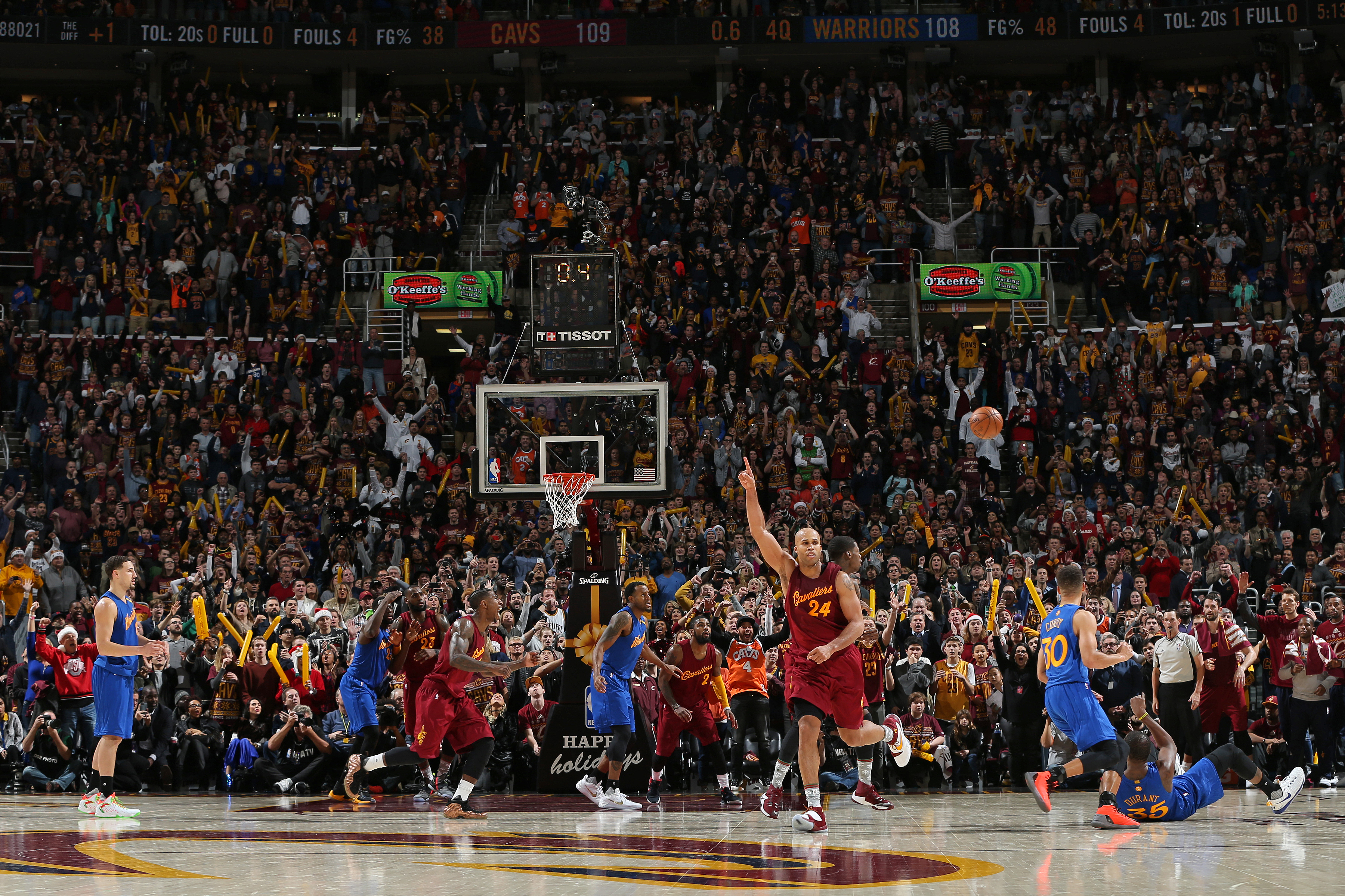 Durant leads Warriors over Utah, Cavs fall to Kings